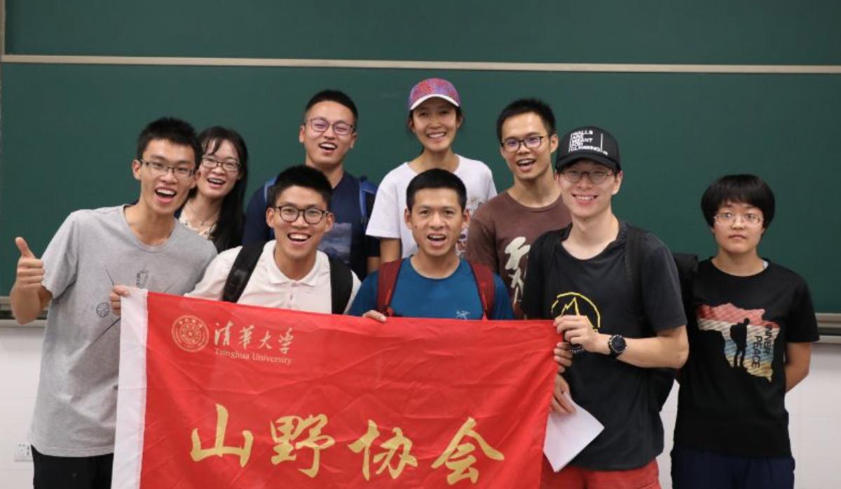 """2019年9月,中国探险协会发起组织""""中探协探险家进校园系列活动"""""""