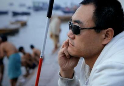 中国探险协会牛人节目:曹晟康 盲人探险家 靠拐杖独走五大洲38国